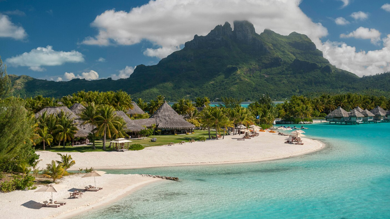The St. Regis Bora Bora Resort - plage